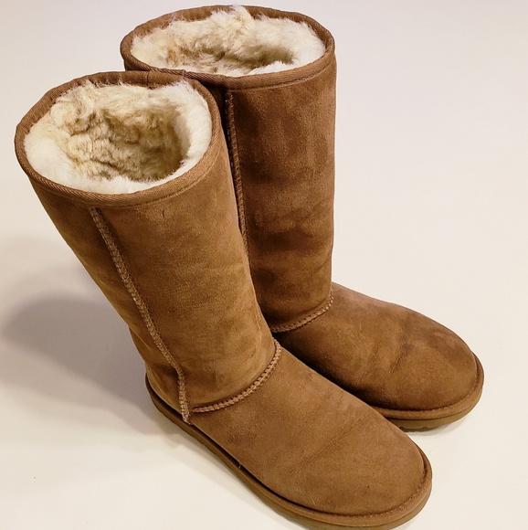 e97cd22ffa9 Women's UGG Boots Size 6